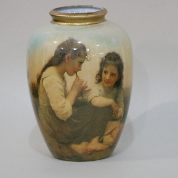 unknown Other - Victorian Vase Ceramic 2 young girls in dresses